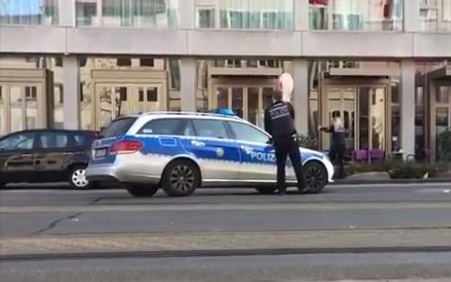 Germania, lancia auto contro folla: ferito e arrestato