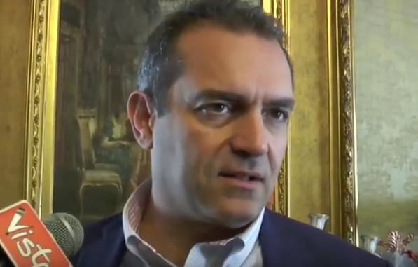 """De Magistris annuncia: """"Mi candido alle politiche"""". E lancia messaggi al Pd"""