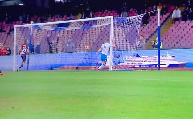 Il Napoli liquida il Genoa, è pronto per il Real Madrid