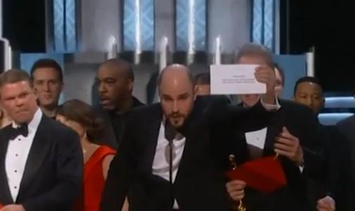 """Oscar, vince Moonlight con la gaffe dell'annuncio sbagliato: """"Ha vinto La La Land"""""""