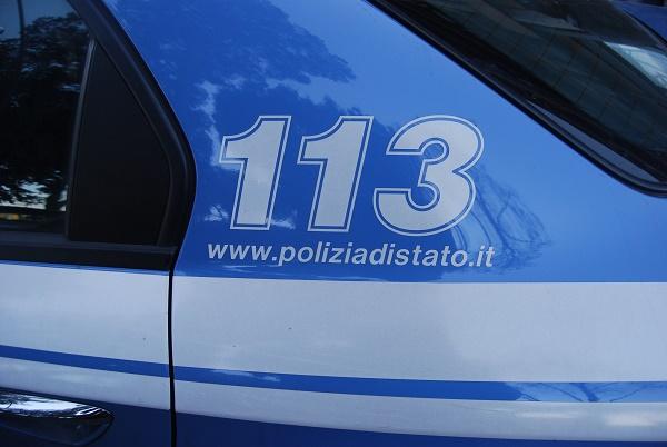 Napoli, calci e pugni alla ex in strada: arrestato