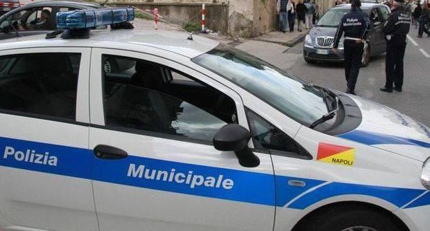 Napoli, aumenta l'organico della polizia municipale: in arrivo una quarantina di caschi bianchi