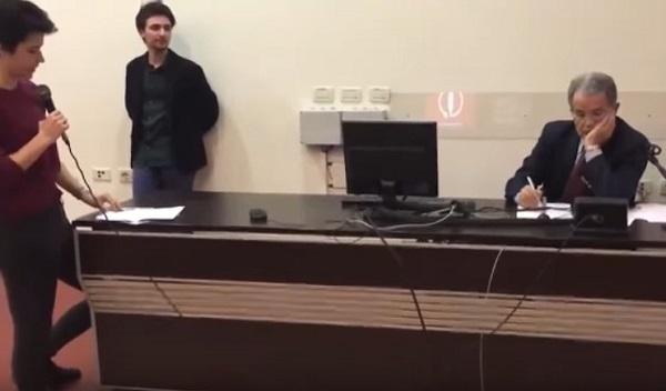 """Studentessa contro Prodi: """"Pacchetto Treu ed euro, grazie a te noi generazione di disoccupati"""""""