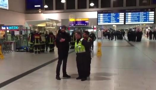 Germania, torna il terrore attentati: attacco con l'ascia alla stazione di Dusseldorf, diversi feriti