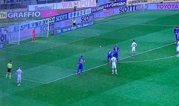 Napoli double face: strapazza l'Empoli ma poi s'addormenta, vittoria sofferta