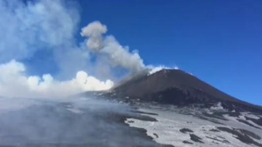 Etna, esplosione di lava: 10 feriti