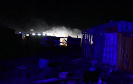 """Foggia, fiamme nel """"gran ghetto"""" di Rignano: morti due migranti, non esclusa pista dolosa"""
