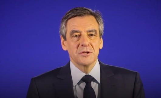 """Francia, Fillon non si ritira e grida al complotto dei giudici: """"L'indagine è un assassinio politico"""""""