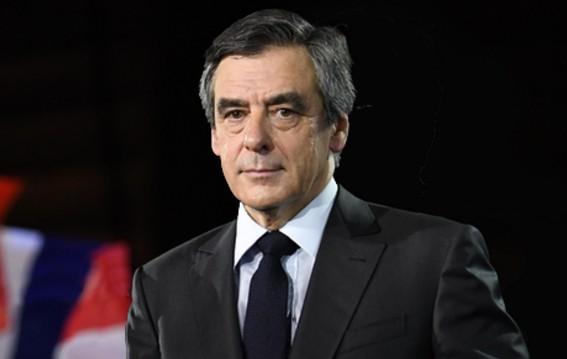 """Presidenziali Francia, Fillon convocato dal giudice. """"In stato di fermo la moglie Penelope"""""""