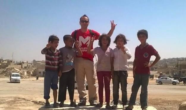 Turchia, sindaco del Salernitano fermato ed espulso: volontario pro curdi, requisita la fascia