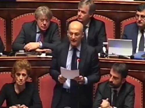 """Il Senato salva Minzolini, inciucio Pd-Fi per non far decadere l'ex """"direttorissimo"""""""