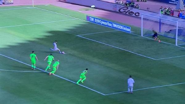 Napoli-Crotone 1-0 al 45′: sblocca un rigore di Insigne