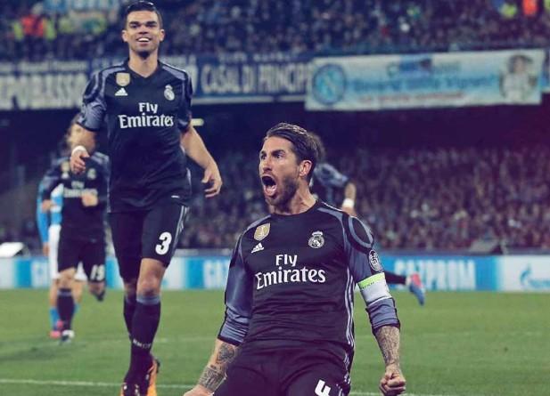 Il Napoli sogna poi crolla: passa il Real con Ramos mattatore