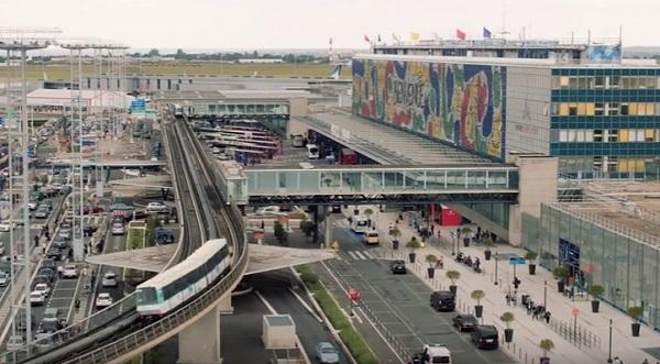 Parigi, sparatoria all'aeroporto di Orly: ucciso assalitore, cercava di rubare pistola a poliziotto
