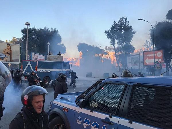 Scontri a Napoli per Salvini, scarcerati 2 manifestanti: a maggio il processo