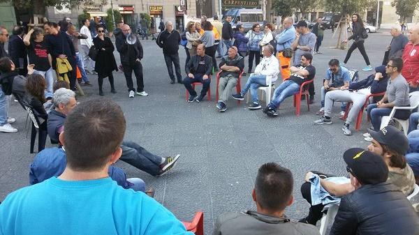 Napoli, continua l'assemblea permanente dei disoccupati sotto al Comune