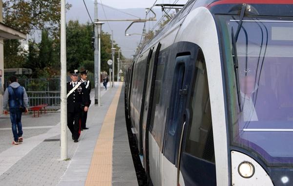 Torre del Greco, violenta una 18enne nella stazione Circumvesuviana: arrestato