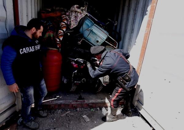 Napoli, moto rubate e rapinate spedite in Africa: due arresti