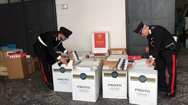 Napoli, in auto 90 kg di sigarette di contrabbando: arrestato