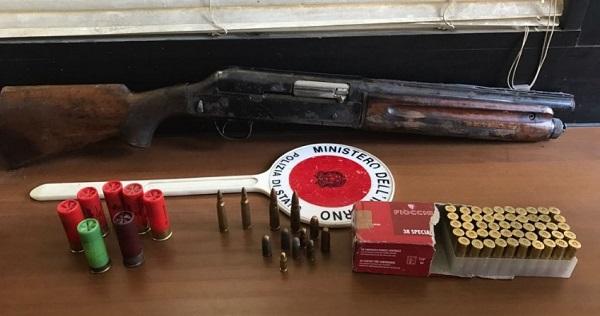 Napoli, fucile trovato in un sacco di rifiuti alla Sanità
