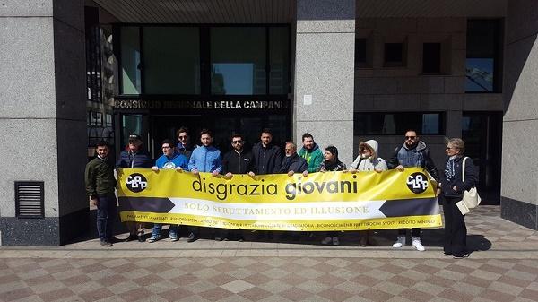 """Garanzia Giovani Campania, sit-in al consiglio regionale: """"Mancano pagamenti e attestati"""""""