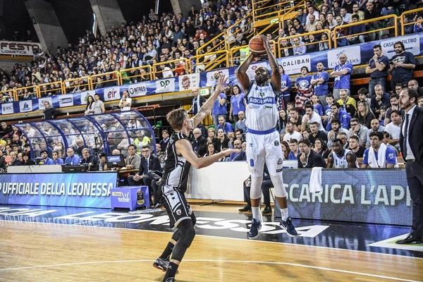 Basket, Caserta rimontata nel finale a Brescia