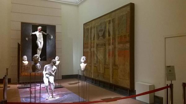 """Dall'uomo alla marionetta, Kokocinski al Mann mette in mostra """"La vita e la maschera"""""""
