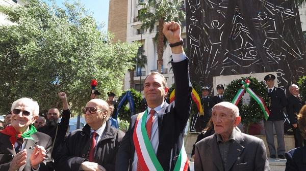 """Napoli, de Magistris firma direttiva: """"Non rispettate decreto Salvini"""""""