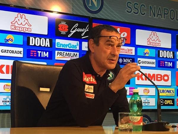 """Sarri non molla: """"Vogliamo il record di punti, il secondo posto non dipende solo da noi"""""""