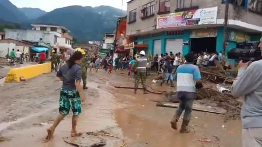 Colombia, frana provoca oltre 100 morti e centinaia di feriti nel fango