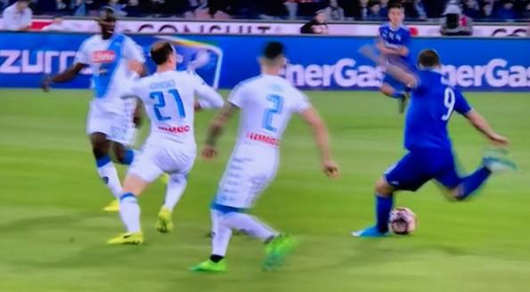 Napoli-Juventus 0-1 al 45′: Higuain gela il San Paolo