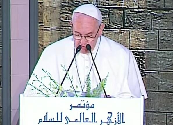 """Il papa in Egitto, appello anti terrorismo: """"Ripetiamo il no alla violenza"""""""