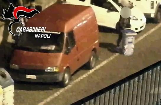 Violano divieto di dimora, arrestati coniugi-parcheggiatori di Posillipo assieme al figlio