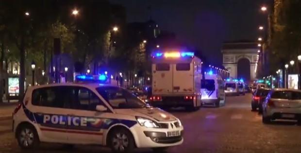 Parigi, attacco sugli Champs Elysées: poliziotto ucciso e attentatore uccisi, l'Isis rivendica