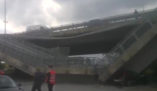 Fossano, crolla ponte: schiacciata auto dei carabinieri, occupanti illesi