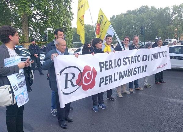 """Roma, la marcia dell'amnistia: """"Istituzioni escano da condizione criminale"""""""