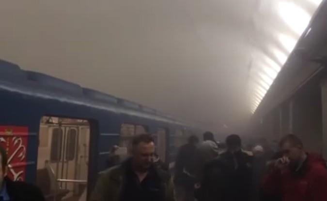 Bomba nella metro di San Pietroburgo, morti e decine di feriti: filmato presunto attentatore