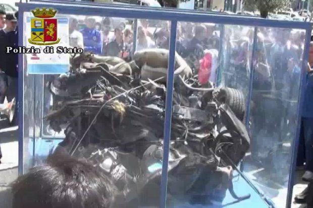 Napoli, esposta l'auto della scorta di Falcone: l'omaggio delle autorità