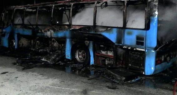 Serino, autobus distrutto da incendio: denunciato 35enne