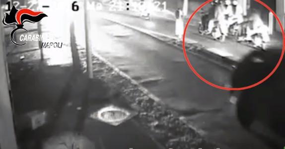 Torre del Greco, tenta omicidio per rapinare scooter: presa baby gang vicina a clan