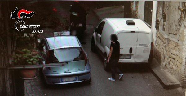 Napoli, donna rapinata col coltello alla gola a Capodimonte: due fermati