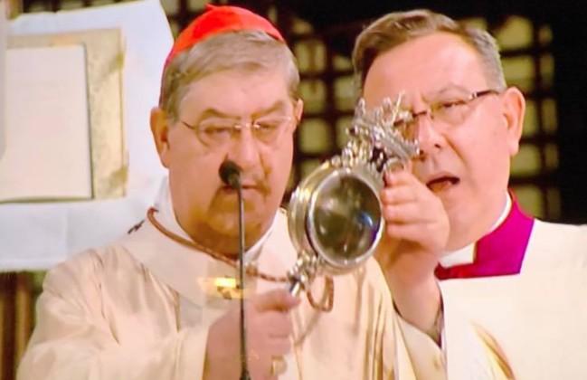 Tradizione e superstizione, a Napoli si liquefa il sangue di San Gennaro