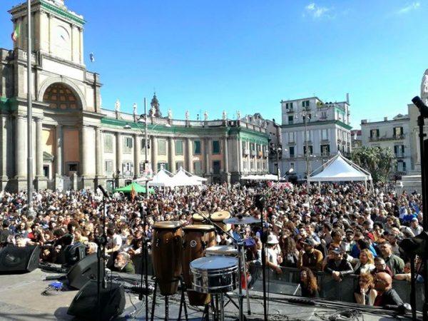 Napoli, piazza Dante gremita per il concertone dell'orgoglio meridionale