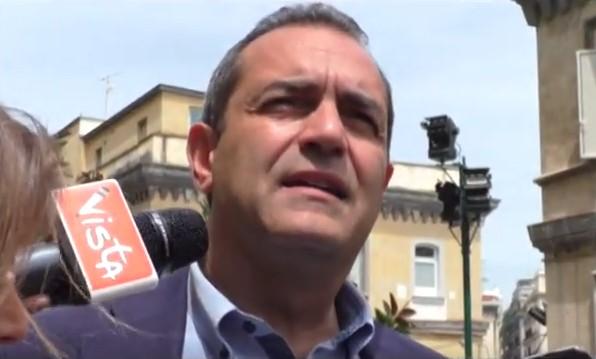 Napoli, preavviso di Daspo a fioraio ambulante: de Magistris promette di regolarizzarlo
