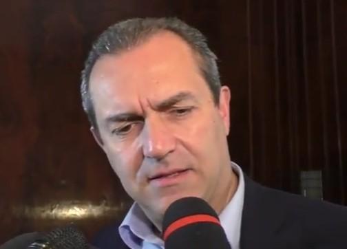 """Immigrati alle primarie, de Magistris sfotte il Pd: """"Mi candido a commissario"""""""