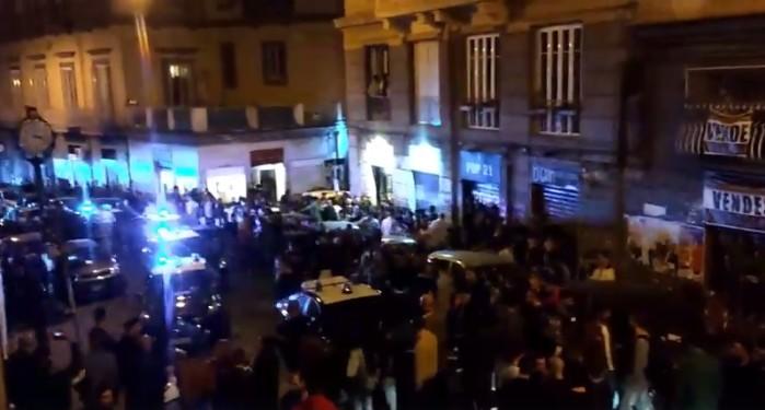 """Napoli, tensione al centro storico: scontro attivisti-carabinieri al """"Mezzocannone occupato"""""""