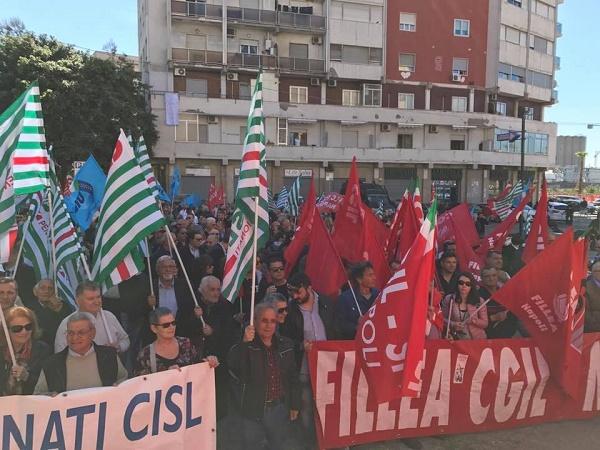 """Primo maggio, a Napoli i sindacati davanti al Loreto Mare: """"Garantire lavoro e diritto alla salute"""""""