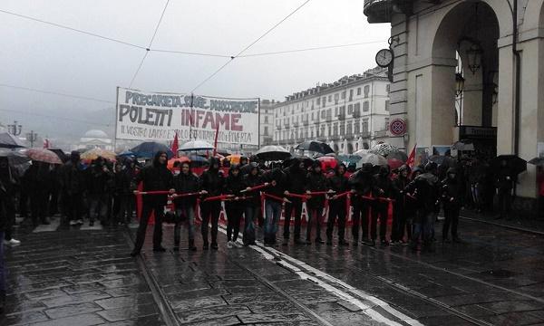 Primo maggio, scontri al corteo di Torino
