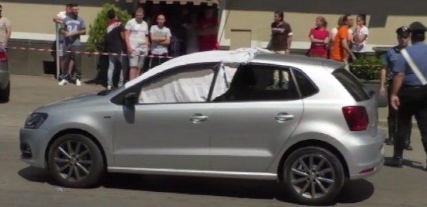 Agguato ad Afragola, uomo ucciso in auto davanti a moglie e figlio