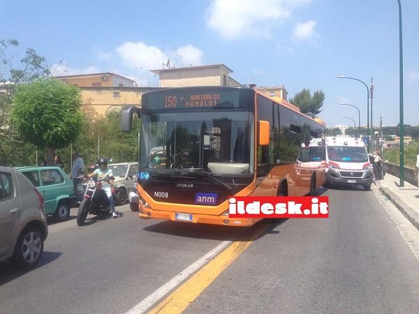 Napoli, dramma al Rione Alto: malore al volante per autista Anm